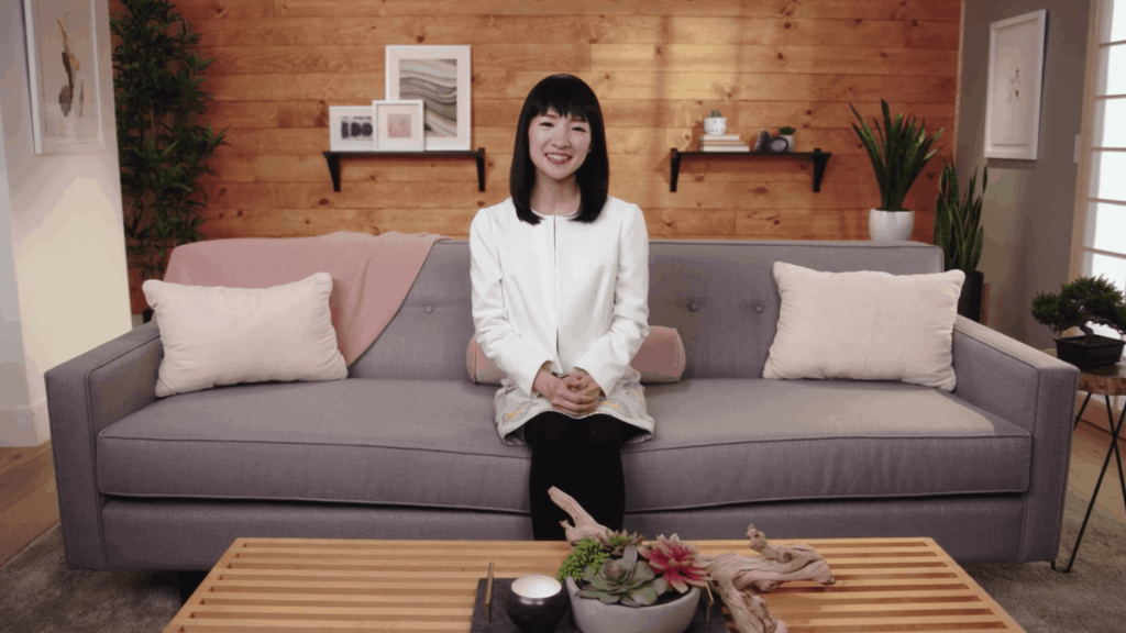 Marie-Kondo-spark-joy-tidying-up-office-desk
