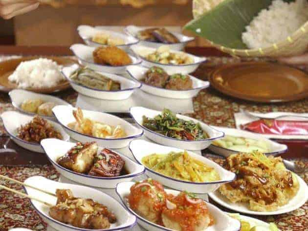 best indonesian restaurants in singapore_rice table