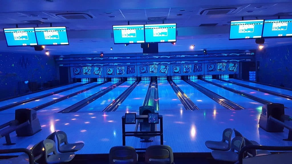 best bowling alley in singapore_warren bowl